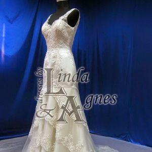 09bb0dc32ab6 Linda Agnes's Closet (@dressesbylanda) | Poshmark